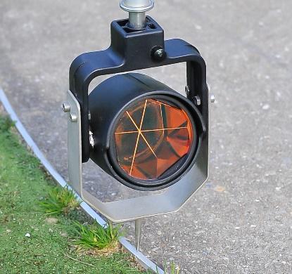 Afbeelding met gras, buiten, weg, geparkeerd  Automatisch gegenereerde beschrijving